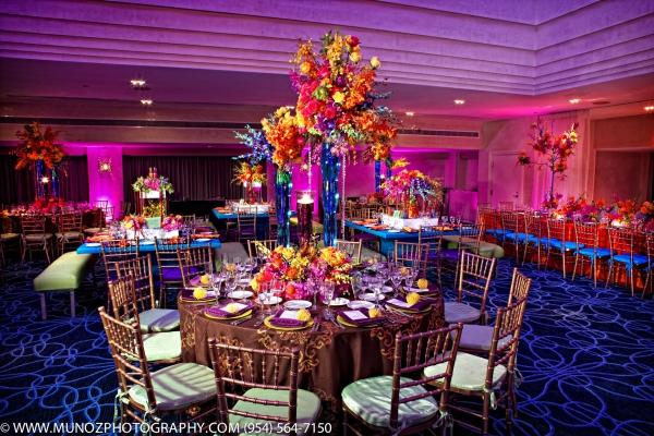 A girl can dream a colorful wedding reception Deco de table orange